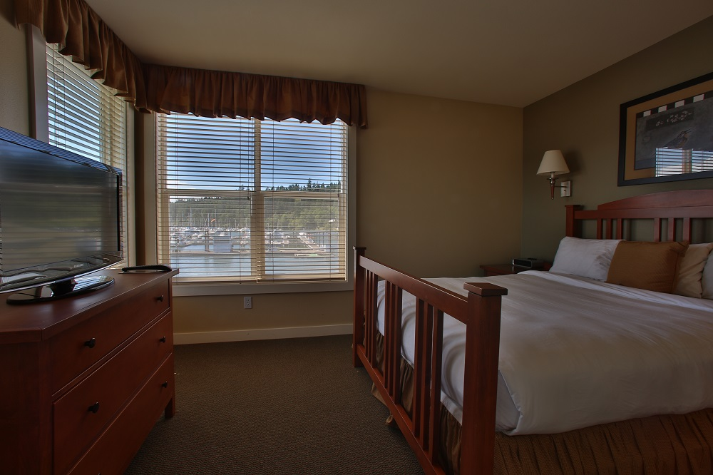 Bed, Marina, Guest Room, Resort