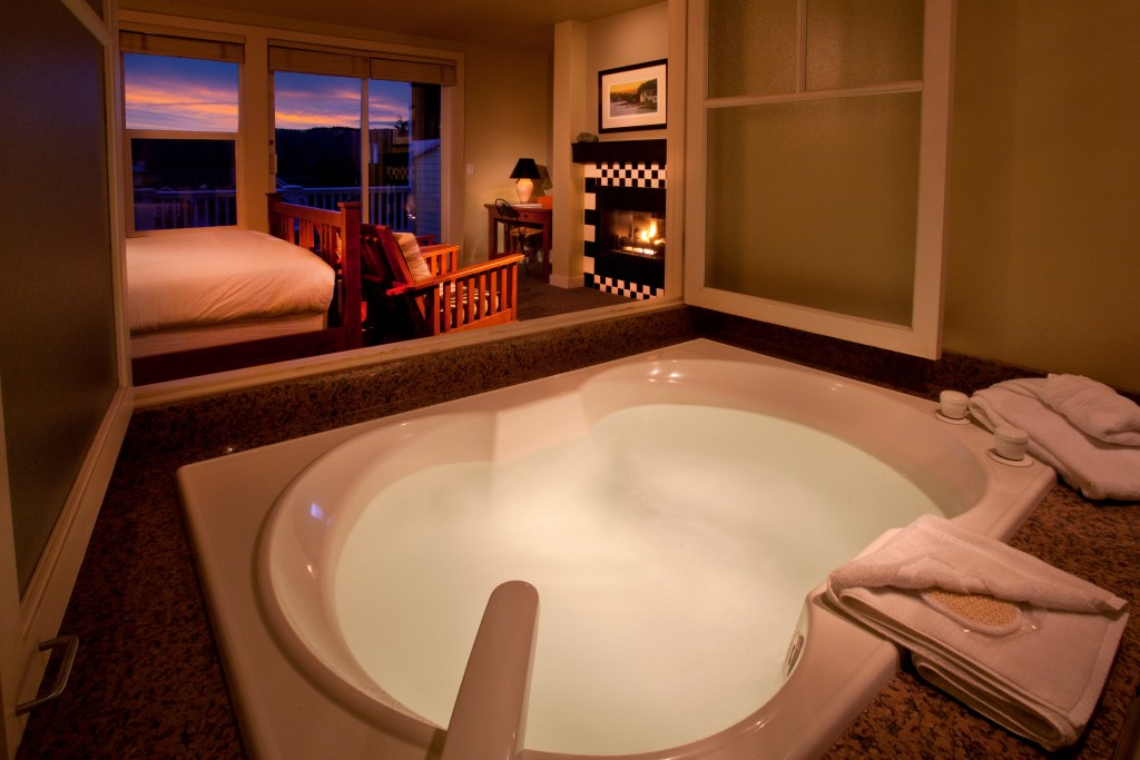 Bathtub, Jetted Tub, Guest Room, Inn, Lodging, Olympic Peninsula