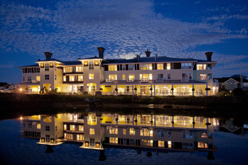 Inn, Nighttime, Lodging, Resort, Waterfront