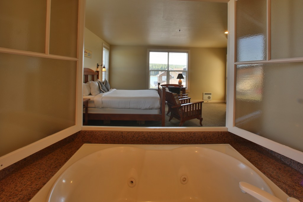 Bath Tub, Guest Room, Inn, Resort, Lodging